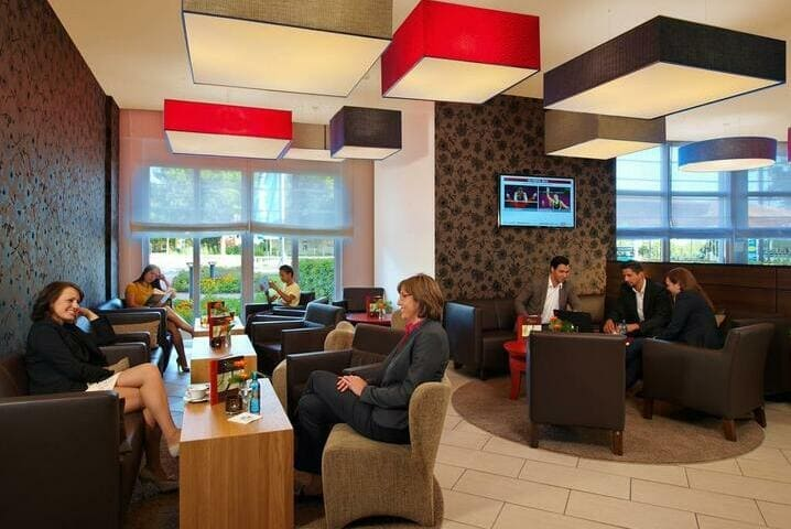 Bar Lounge Best Western Premier IB Hotel Friedberger Warte in Frankfurt am Main - Light + Building 2020 Best Western Premier IB Hotel Friedberger Warte Frankfurt am Main